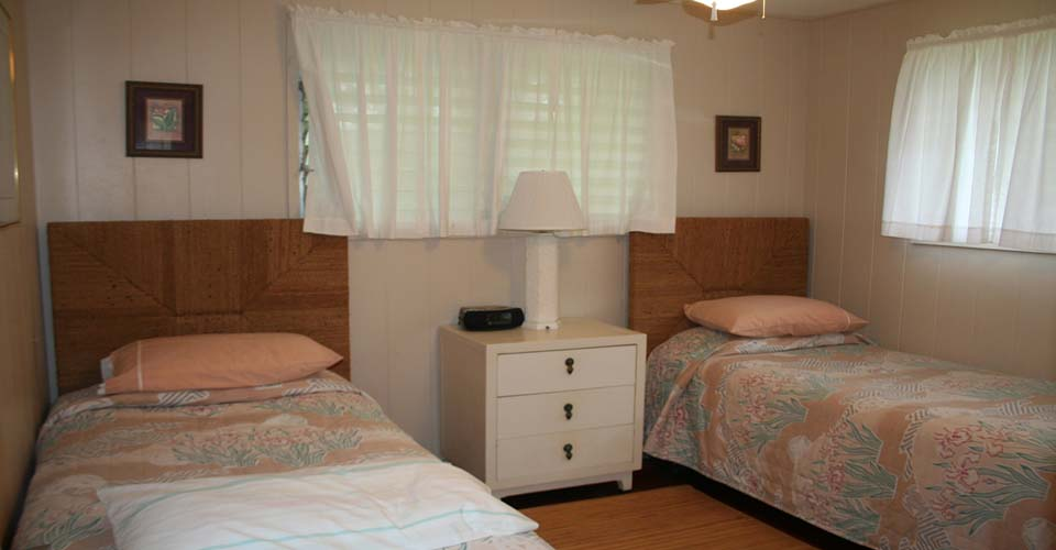 Tutu's Cottage twin bedroom.