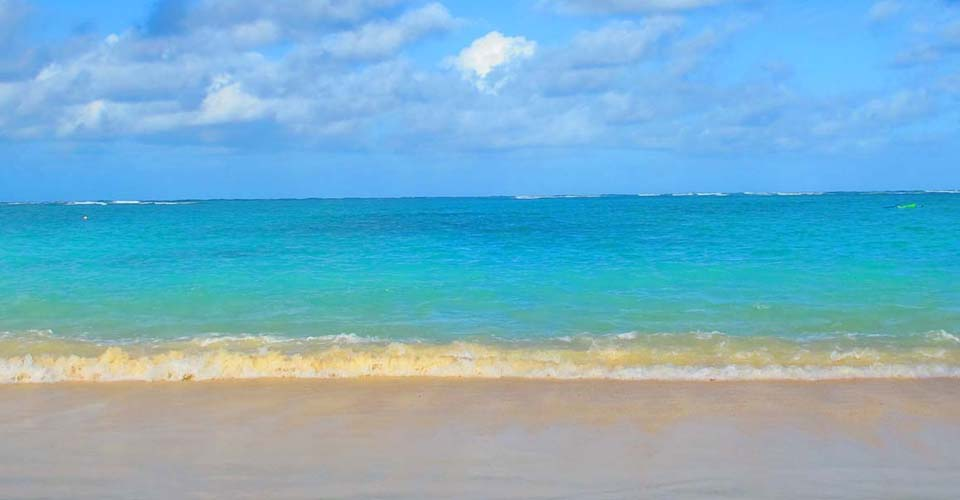 Inviting tropical waters off Kailua Beach.
